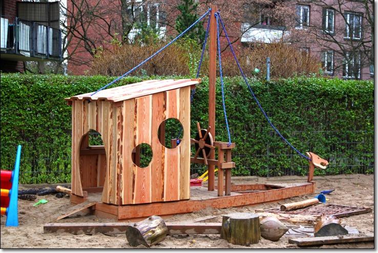 Spielplatz Und Garten Ob Gartentisch Gartenbank Spielhaus